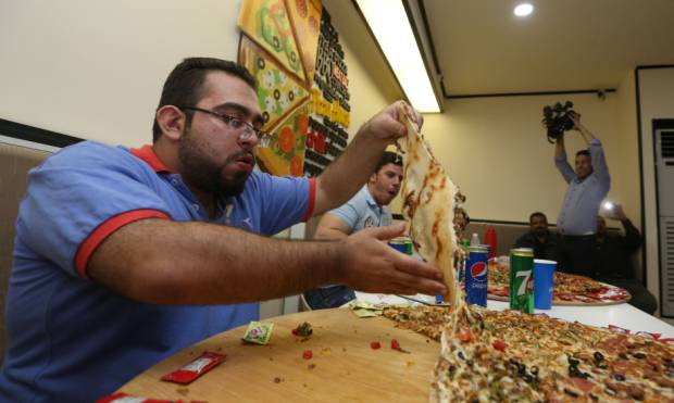 Walid Aladdin wins Baghdad pizza eating contest