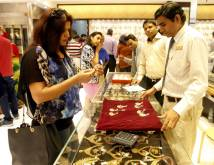 Gold buying rush in UAE as Diwali approaches