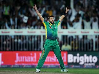 Afridi heroics can't save Pakistan