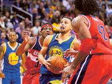 Curry sparkles against Wizards