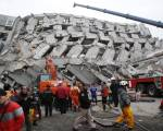 5 dead after Taiwan quake topples buildings