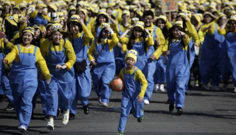Thousands take part in 'Minions Run' in Tokyo