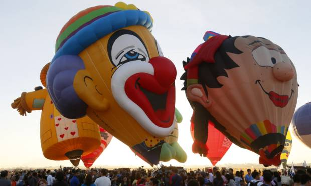 Philippine Balloon Festival attracts thousands