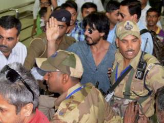 Shah Rukh Khan's car stoned in Ahmedabad