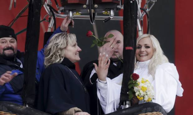 50 Latvian couples get hitched in midair