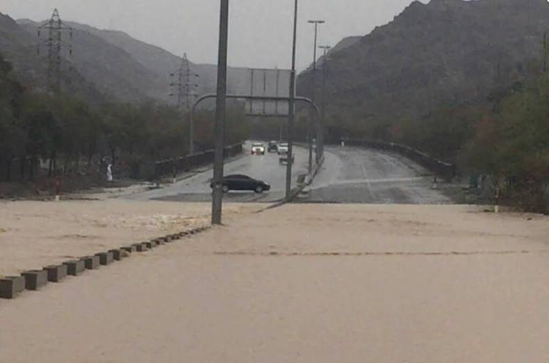 the-road-to-wadi-al-halu-in-sharjah-has-been-closed-due-to-heavy-rain