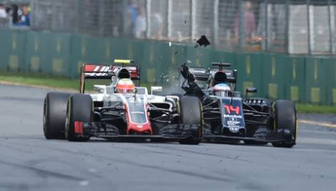 Alonso escapes from horror crash in Australia