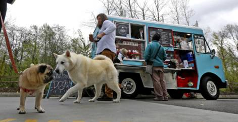 A food truck for hungry canines