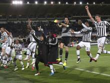 Juventus claim fifth straight Serie A title