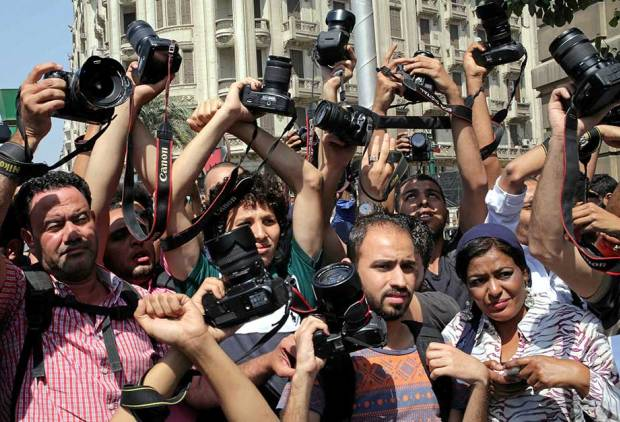 Egypt journalists protest raid at union