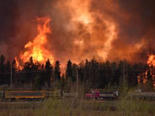 Wildfire chaos in oil sands town