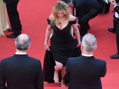 Cannes 2016: Julia Roberts praised for going barefoot | GulfNews.com