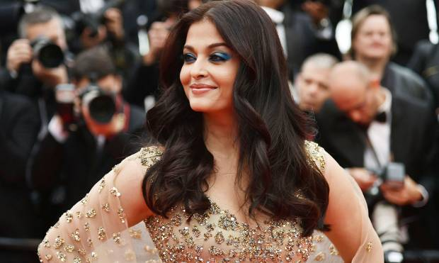 Aishwarya bedazzles Cannes red carpet