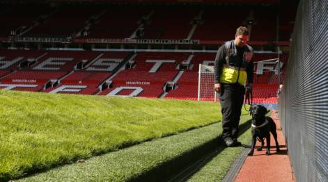 Premier league match at Old Trafford abandoned