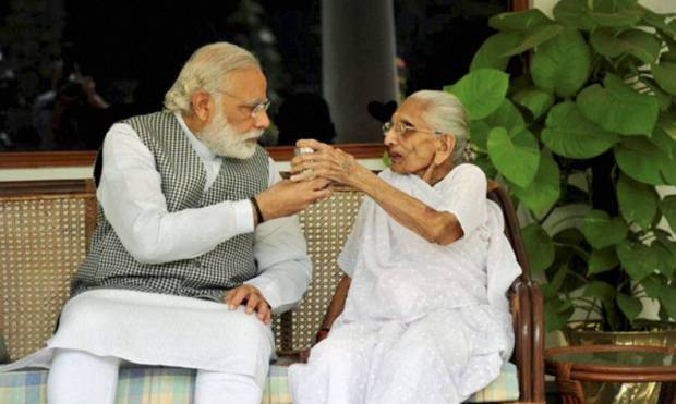 Modi tweets pictures with mother