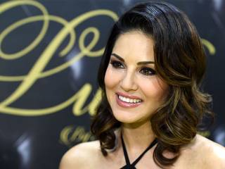 Sunny Leone brings fragrances to Dubai