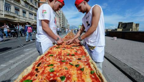 Chefs in Naples cook up world's longest pizza