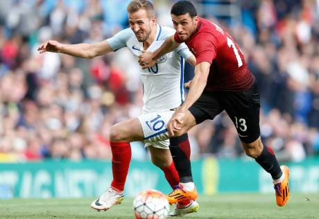 England's Kane and Vardy shoot down Turkey