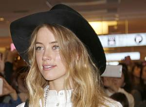 Amber Heard's neighbour supports abuse claims