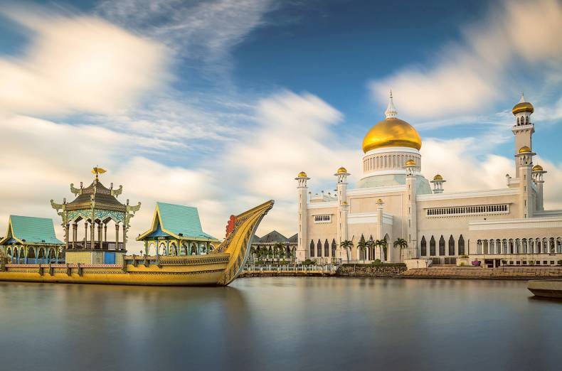 sultan-omar-ali-saifuddin-mosque-in-brunei