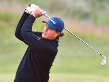 Phil Mickelson flourishes in testing conditions