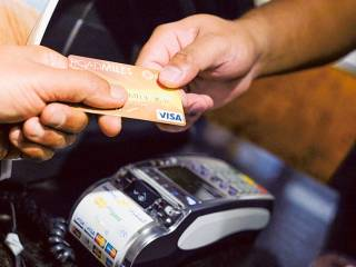 UAE shoppers lament credit card fee