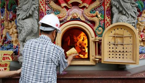 Pictures: Taiwan's temple factory