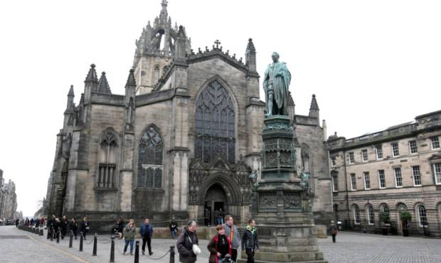 Exploring the charm of Edinburgh on foot