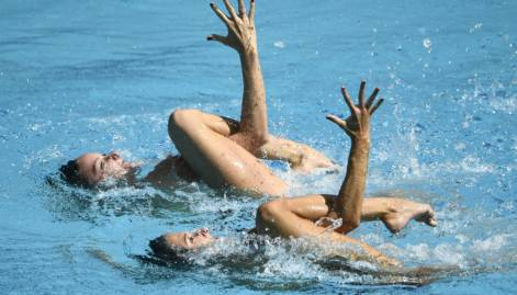 Synchronised swimmers mesmerise audience at Rio