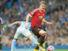 Schweinsteiger not giving up on Man United
