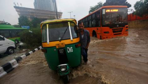Heavy rain causes traffic snarls in Delhi