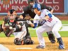 Dodgers rout Giants' Moore to lead NL West