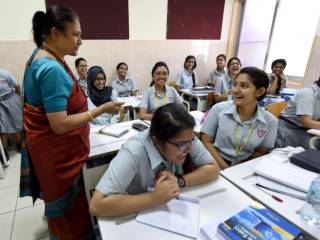 Hundreds to apply for UAE teacher's license