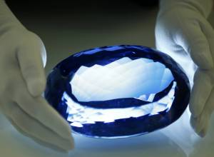 Largest blue topaz gemstone: pictures