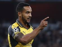 Walcott hits double as Arsenal crush Basel