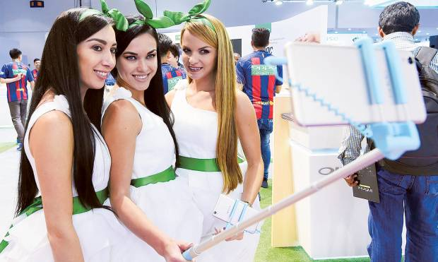 Models showcasing the Oppo smartphone at the Gitex Shopper Autumn 2016