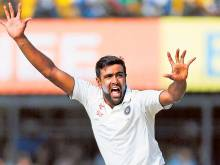 India's Ashwin regains bowling top spot