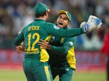 Warner ton not enough as Proteas sweep Aussies