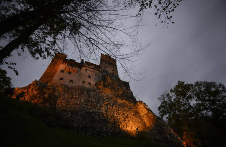 copy-of-travel-romania-dracula-s-castle-jpeg-958f5