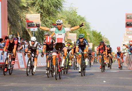 Nizzolo wins stage 1 with superb sprint finish