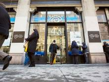 AT&T mulls plans for web with Time Warner deal