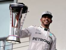 Hamilton wins in US to keep title hopes alive