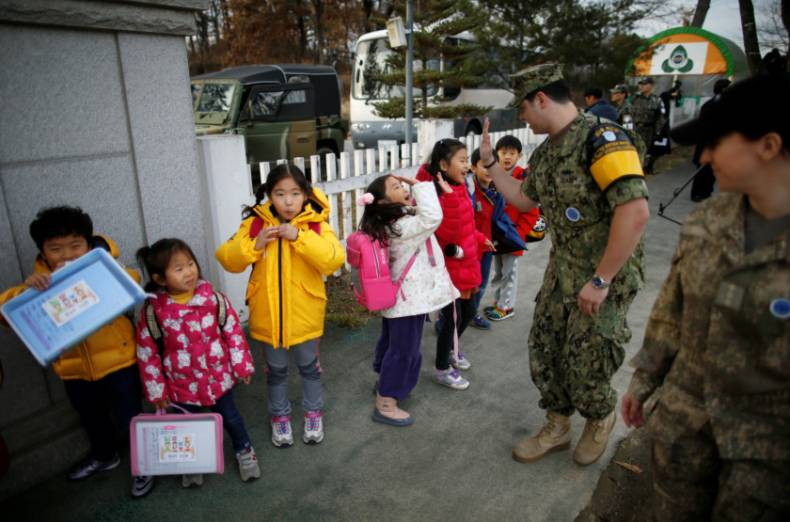 copy-of-2016-11-25t120419z-296262452-s1aeuowatfaa-rtrmadp-3-southkorea-border-school