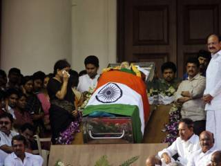 Mass grief as India political star dies