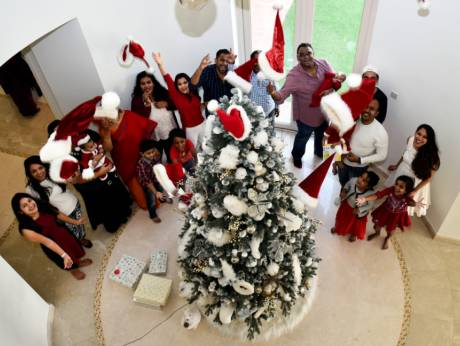 Friends And Families Get Together For Christmas In Uae Gulfnews Com