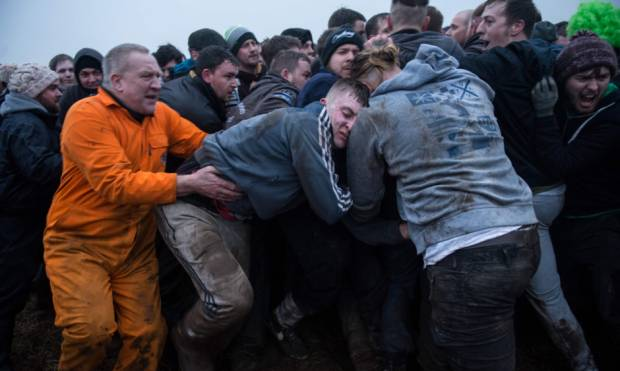 Drinkers pile in for centuries-old English scrap