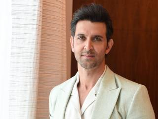 Watch: Hrithik Roshan dazzles fans in Dubai