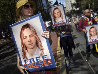 Obama commutes Manning sentence