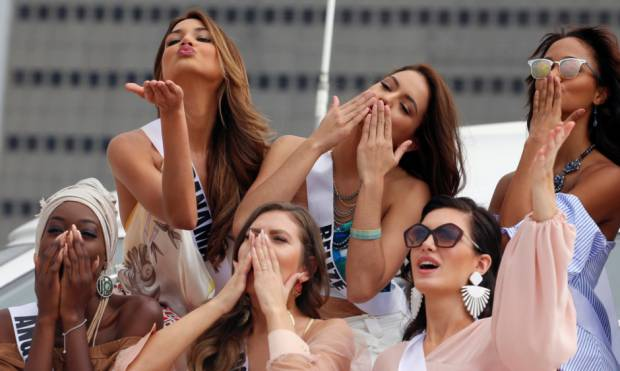 Miss Universe beauties take Manila Bay cruise