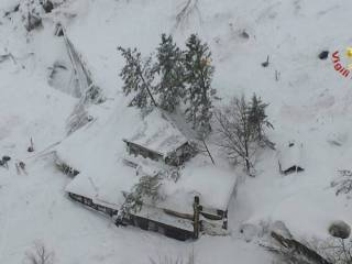 Avalanche buries Italian hotel, 'many dead'